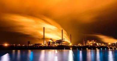 Oil and gas rig against orange skyline eike-klingspohn-327228 - Photo by Eike Klingspohn on Unsplash