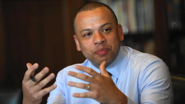 "City Treasurer Kurt Summers has launched a ""think tank"" of leaders from all of the city's 77 community areas. ""We're building bridges between neighborhoods,"" he says. (E. Jason Wambsgans / Chicago Tribune)"