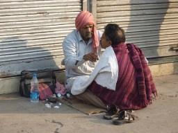 roadside-barber-india