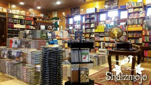 gulshan-books-bookstore-kashmir-srinagar-residency-road-dal-lake-nehru-park-urdu-islam-rumi-