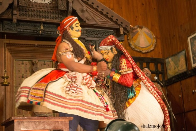 A2Z-BADGE-2017-blogging-challenge-theme-reveal-travel-stories-picture-speaks-louder-than-words-april-shalzmojosays-roadtrip-girltravel-india-traditional-dance-kerala-kathakali-fort-kochi-south-india-makeup-mythology