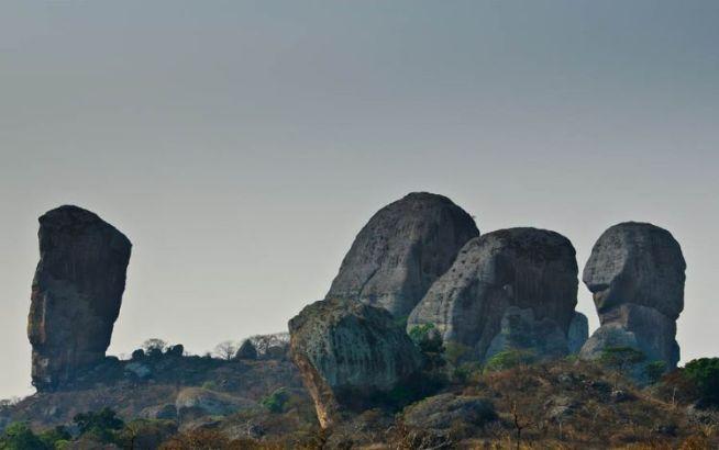 Черные камни Пунго Андонго.