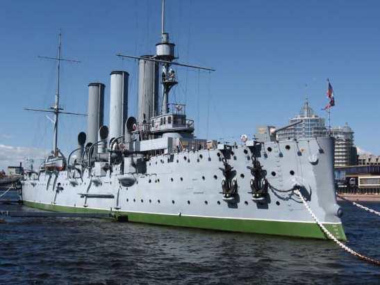 """Знаменитый крейсер """"Аврора"""" на своем боевом посту"""