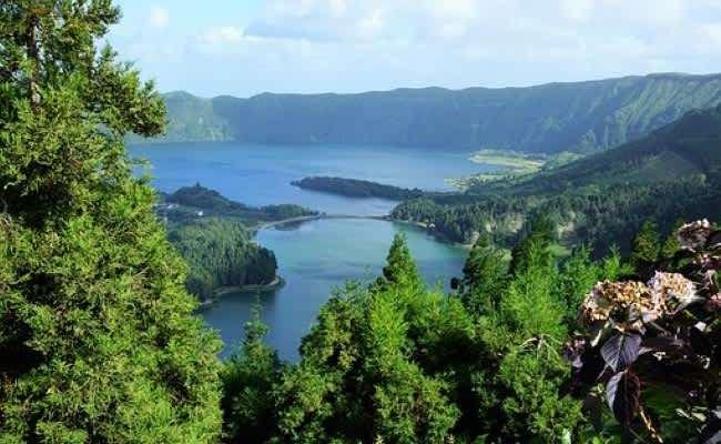 Озера здесь необыкновенной красоты