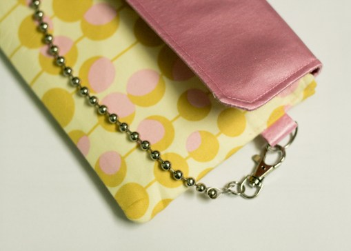 (Easy Clutch) Bubble Gum in Yellow