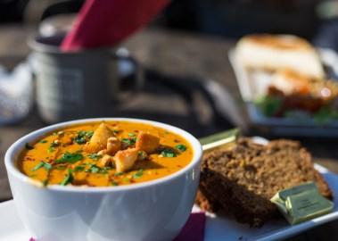 """Mittagessen und Kaffe trinken im """"The Ivy Cottage""""   Enjoying lunch and some coffee in """"The Ivy Cottage"""""""