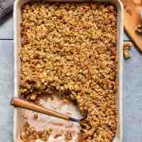 Cinnamon Apple Oatmeal Crumble