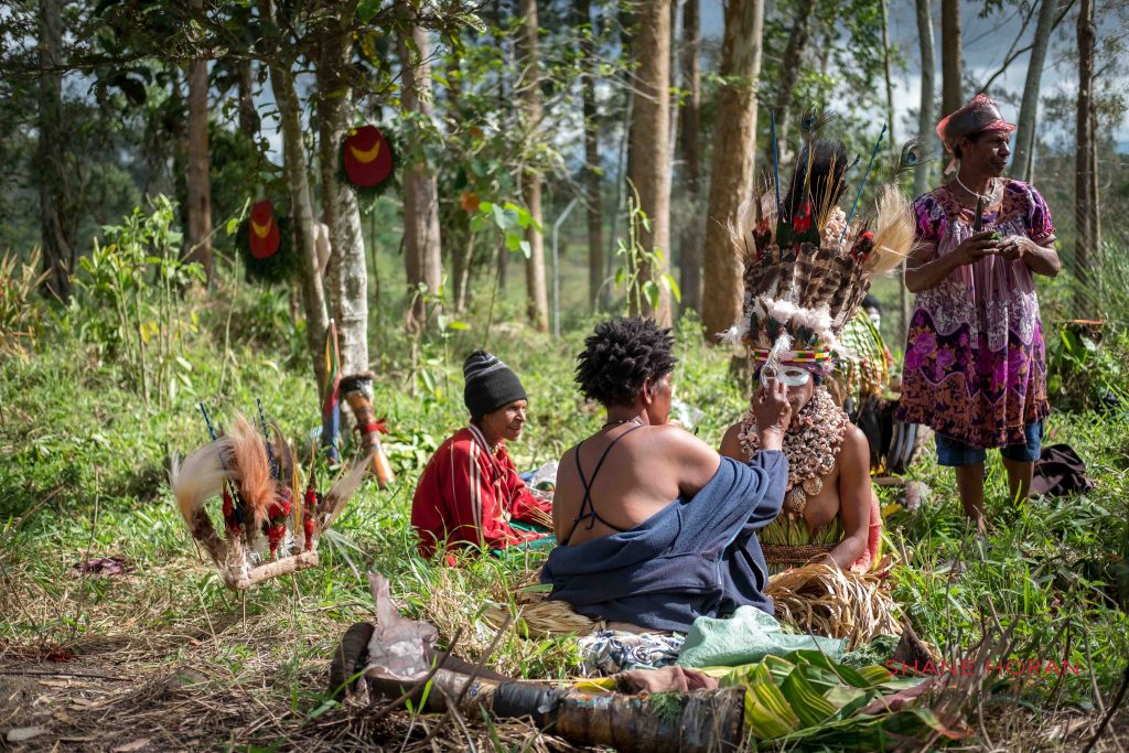 Tribe readies for the Mt Hagen show, Papua New Guinea
