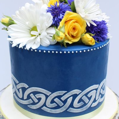 Blue Celtic knot cake with fresh flowers