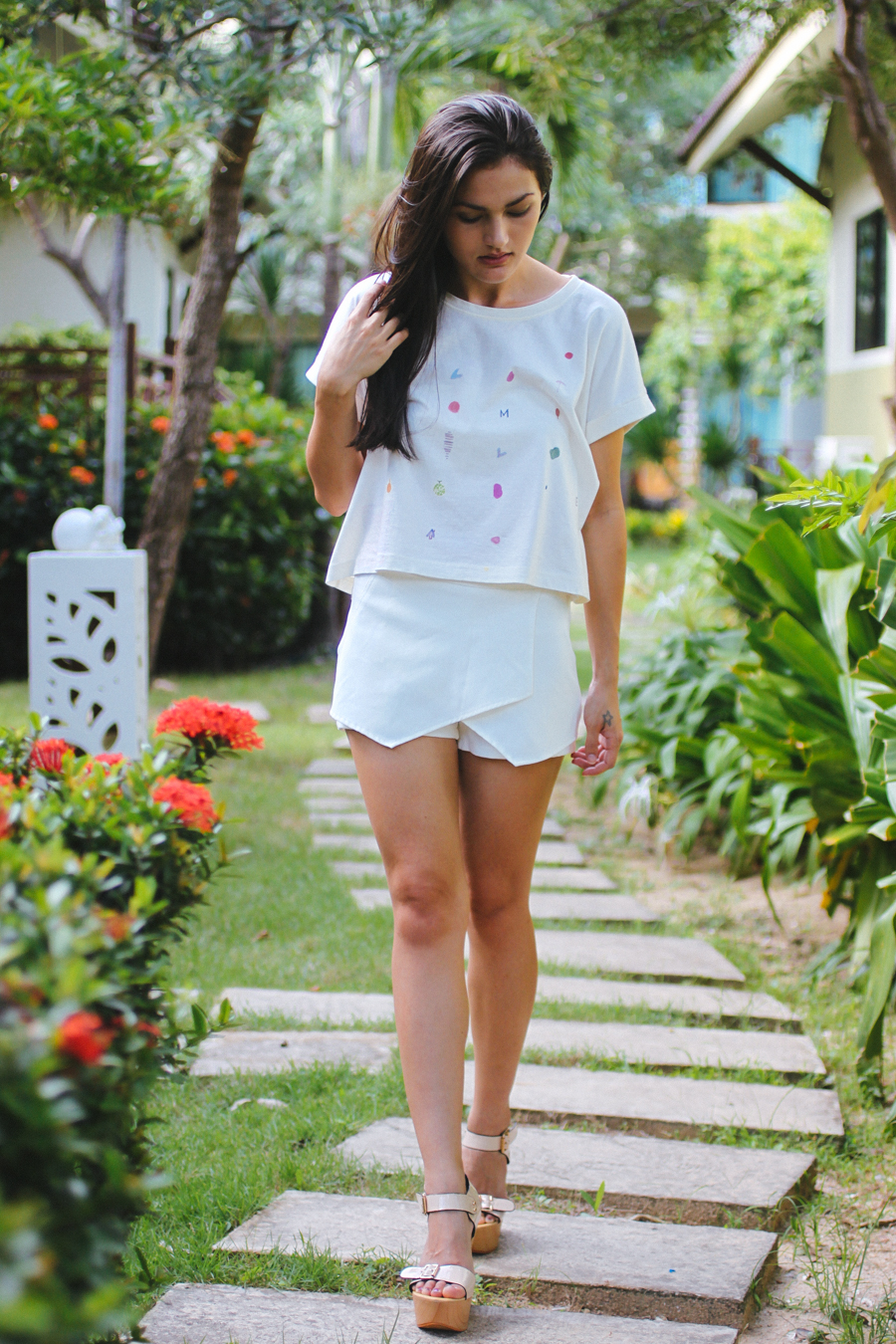 Thai fashion blogger Shannon Valle.
