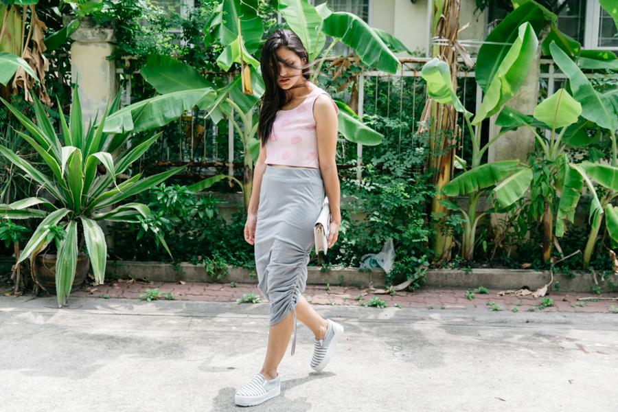 Thai fashion blogger, Bangkok street style. Pink & grey outfit with platform sneakers.