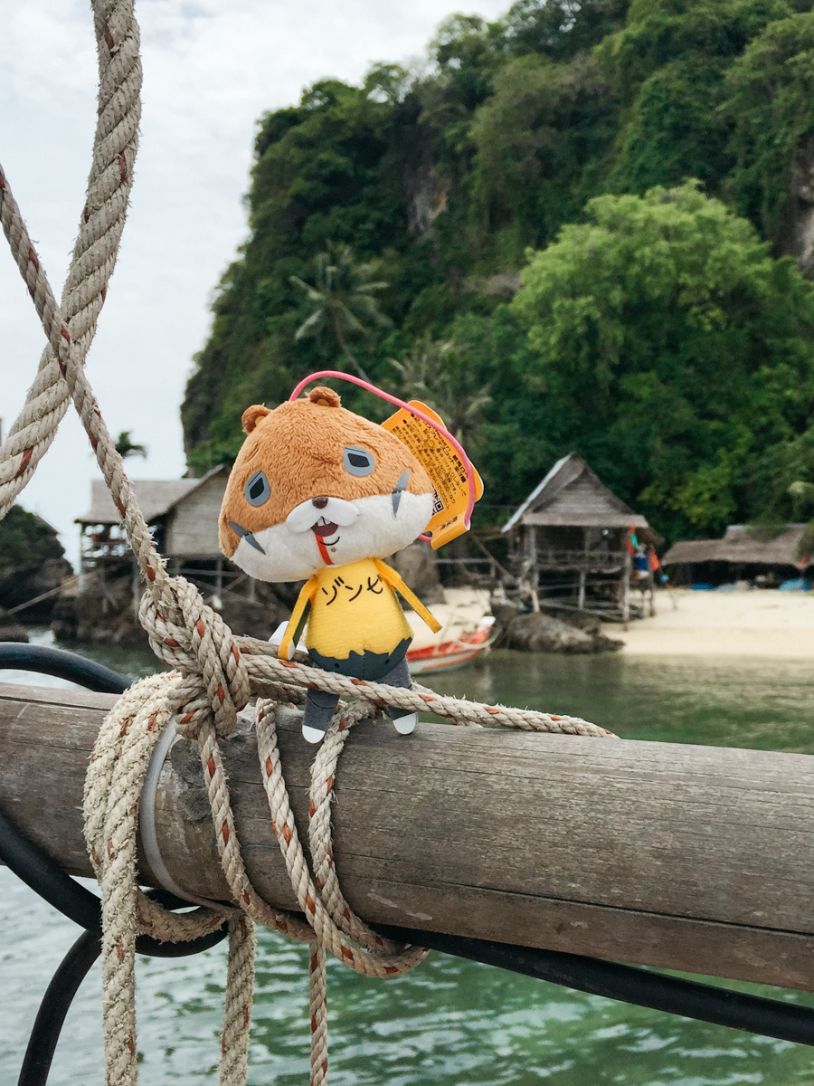 Bloody squirrel & Hello Kitty on a boat in Thailand.