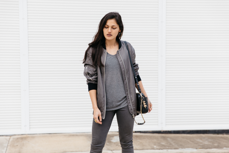 All grey outfit. Minimalist fashion blogger.