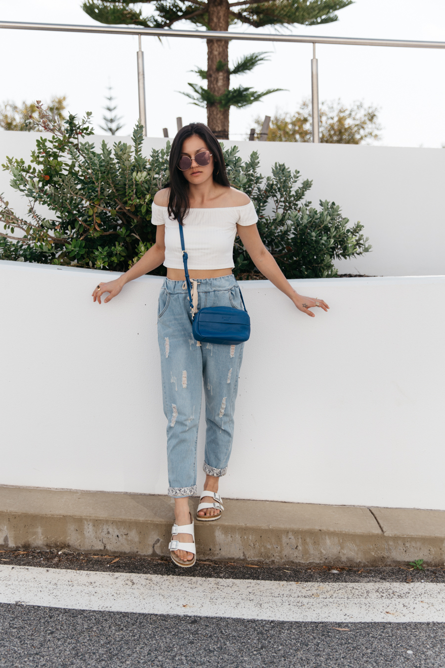 Mandurah fashion blogger. White crop top with boyfriend jeans.