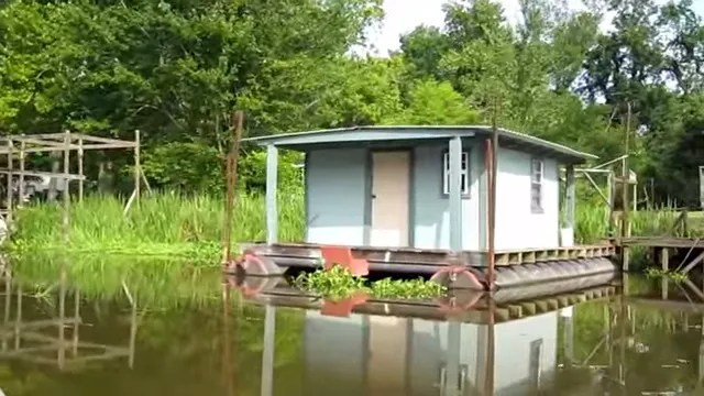 Our house boat in the real Swamp People part of the world A swamp people house ! - YouTube.clipular