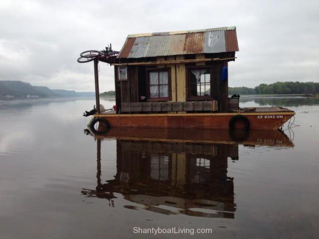 Secret-History-Shantyboat-near-Lake-Pepin-3-750x563