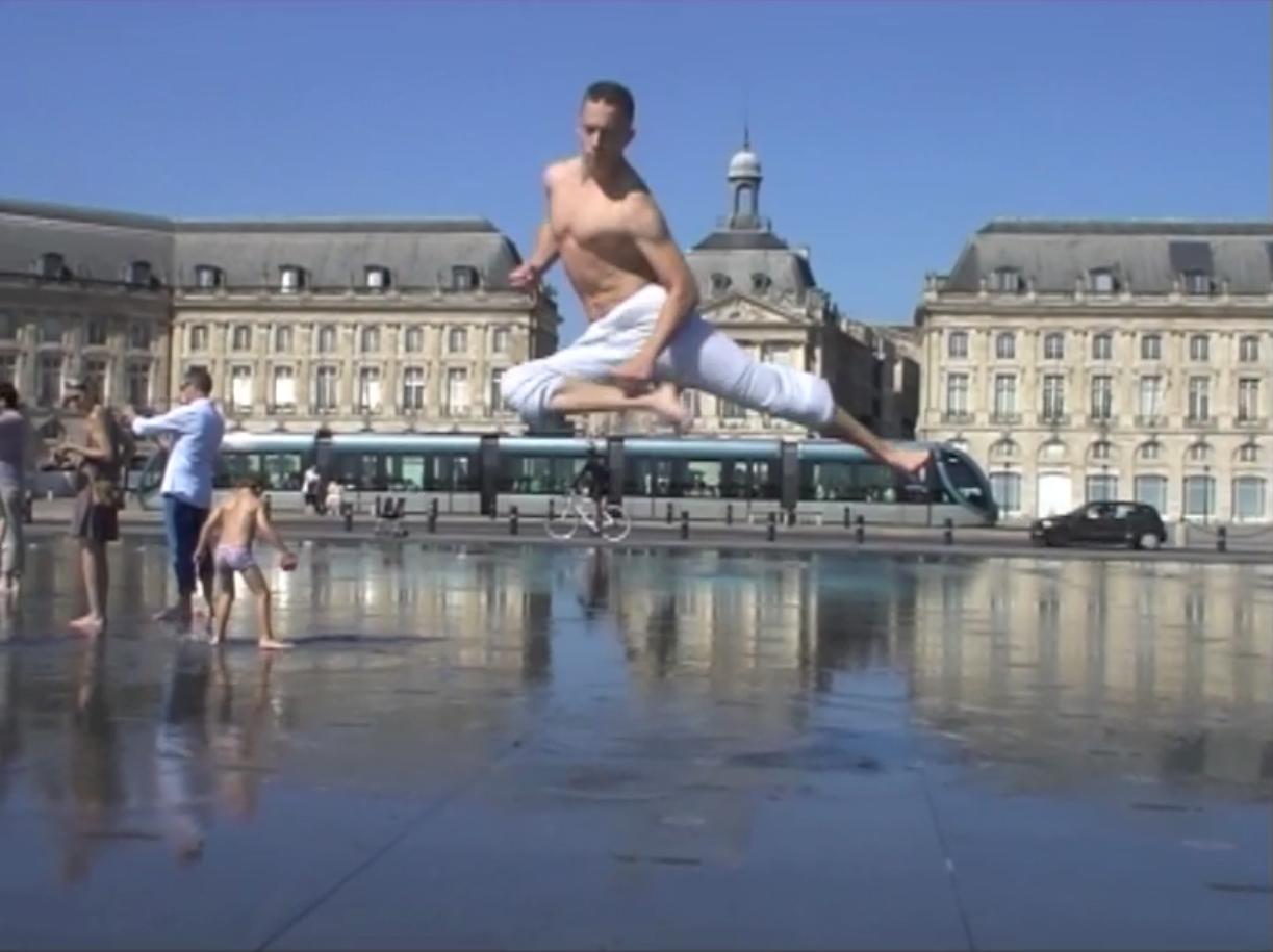 Démonstration de kung fu au miroir d'eau avec BFM TV