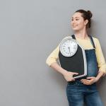 産後の体重いつ減る?口コミから体重減少のペースを解説