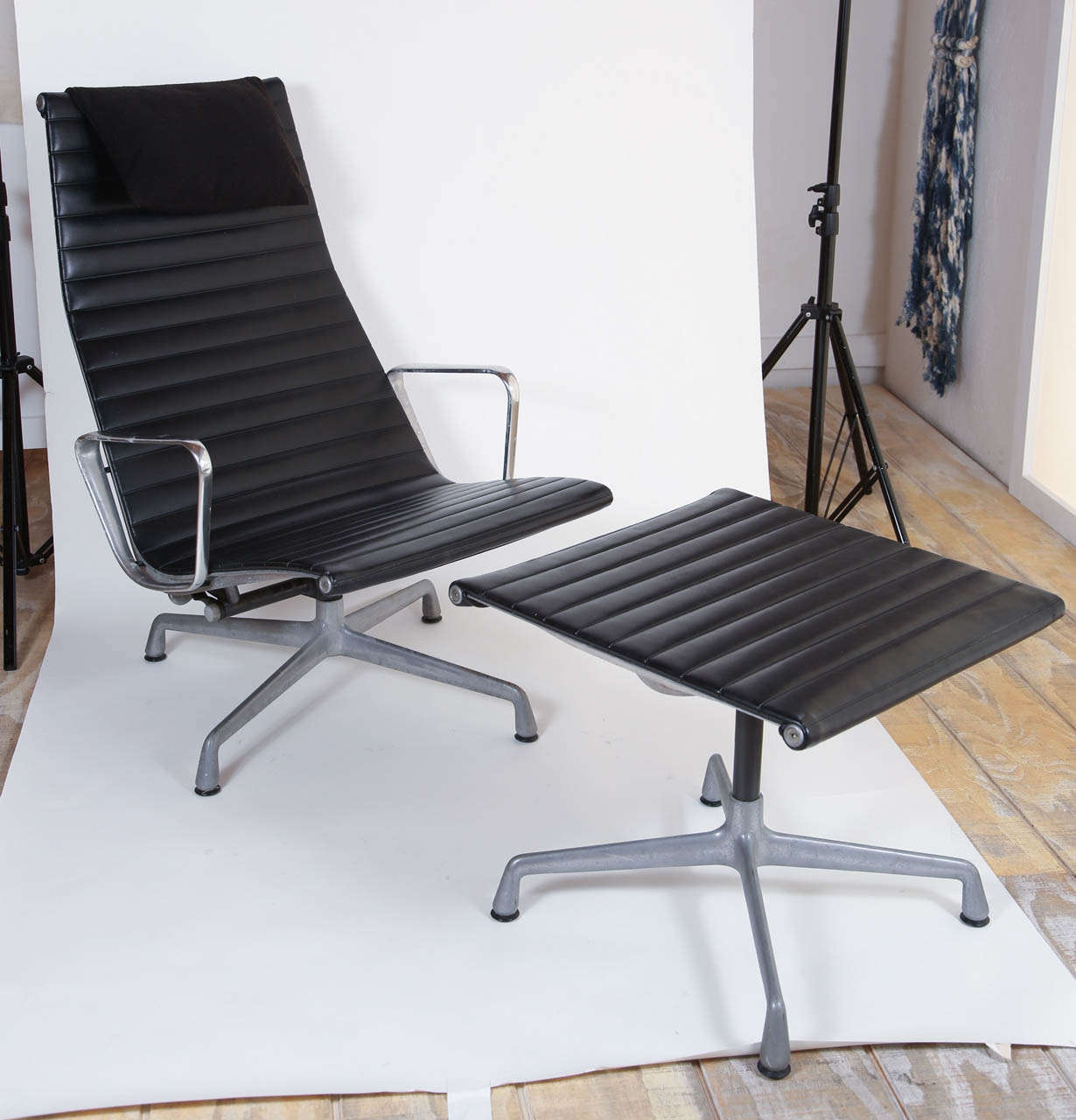 eames aluminum chair lounge and ottoman for herman miller group