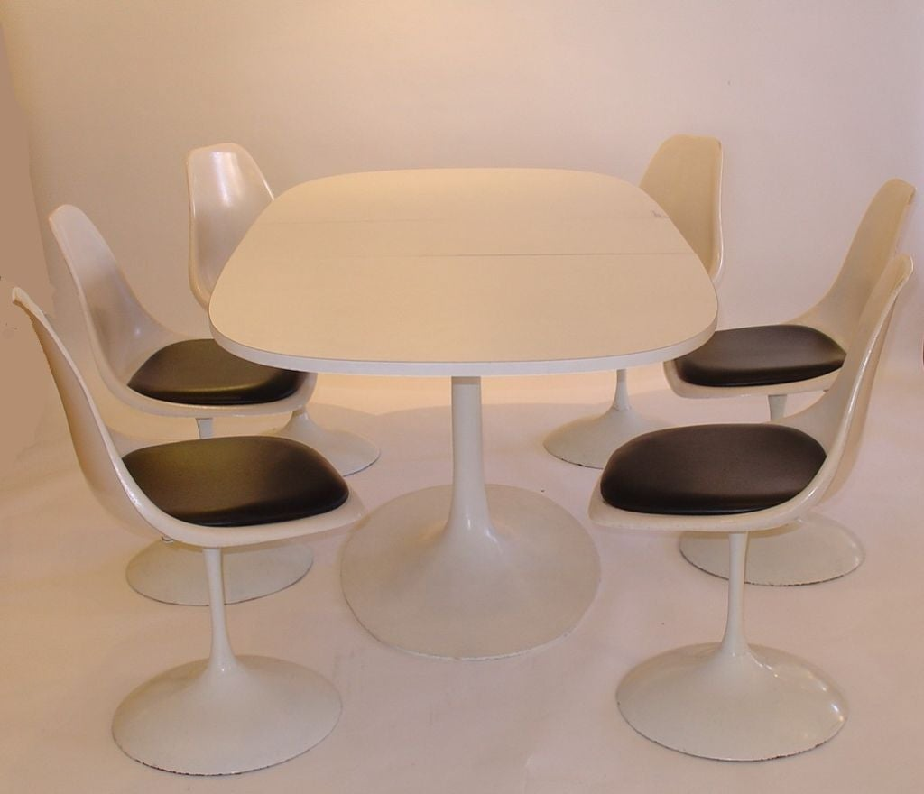 Tulip Table And Chairs Burke Saarinen Style Tulip Table And Six Chairs At 1stdibs