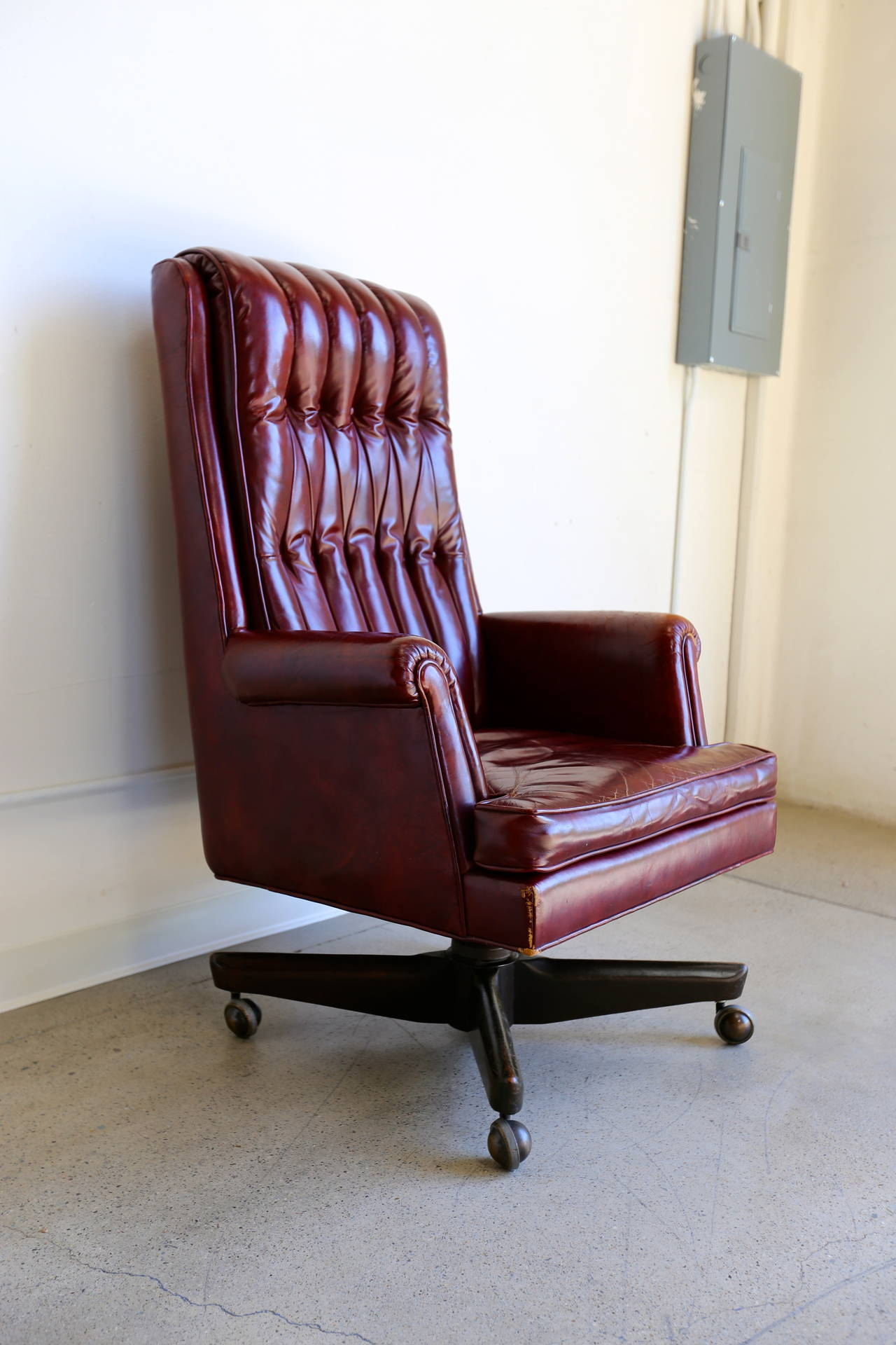 distressed leather desk chair salon shampoo chairs executive by monteverdi