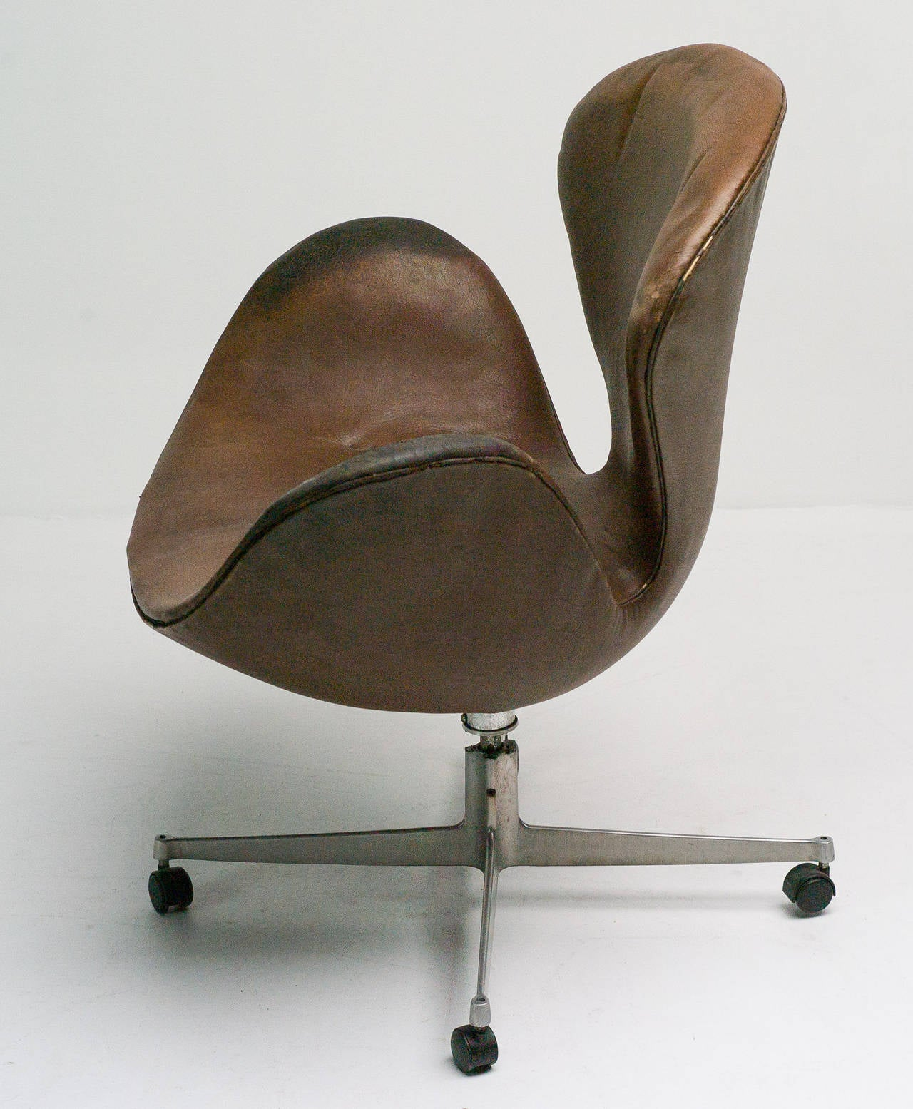 office chair very how to build a lifeguard rare swan desk by arne jacobsen in original