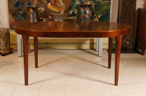Modern Oval Dining Room Table