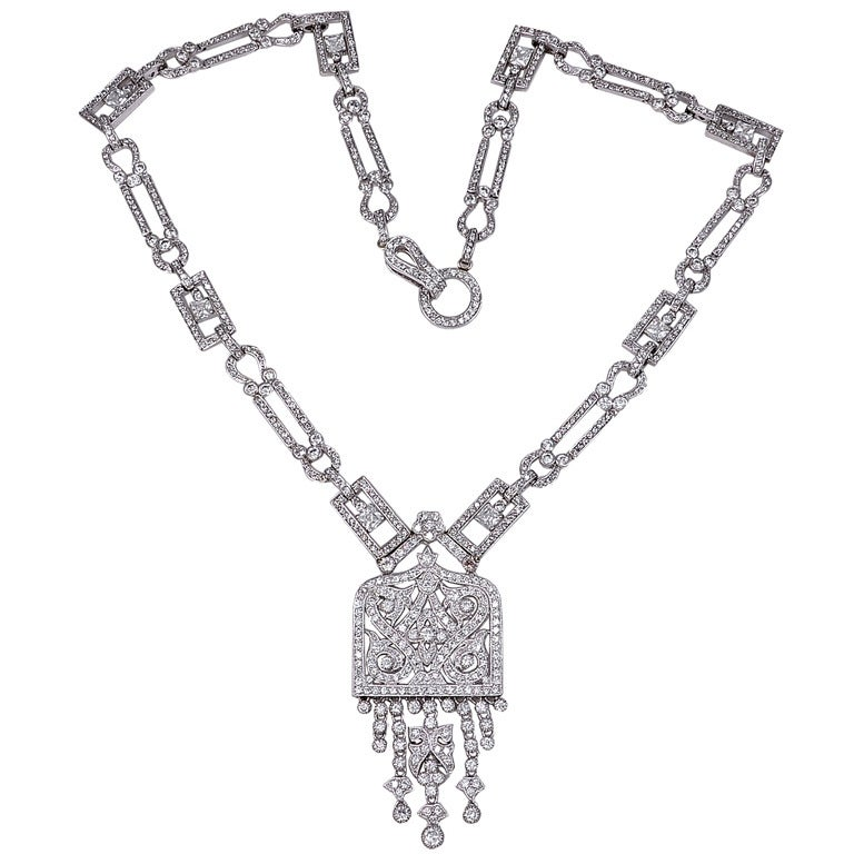 Fantastic 1920's Style Long Glamorous Pendant Necklace at