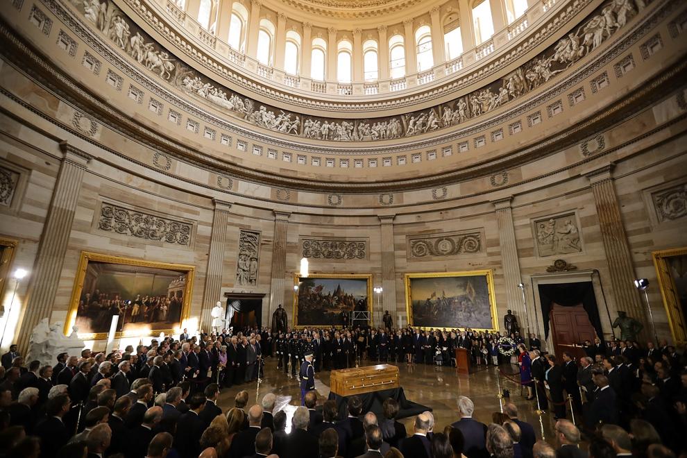 Gran rotonda repleta de gente (© Chip Somodevilla/Anadolu Agency/Getty Images)