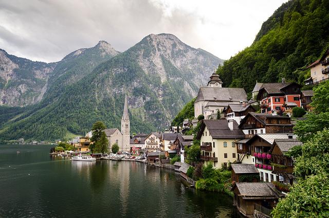 奧地利著名的觀光景區,也是世界文化遺產 Hallstatt(圖片來源:Flickr@Olga Pepe)