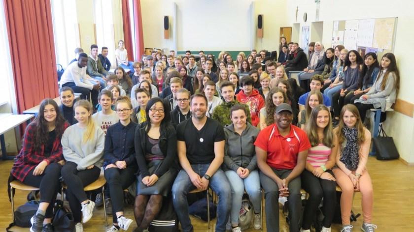 楊佳恬因擔任奧地利文化融合親善大使, 實地踏入各地的中小學,與學生討論移民、文化等社會議題
