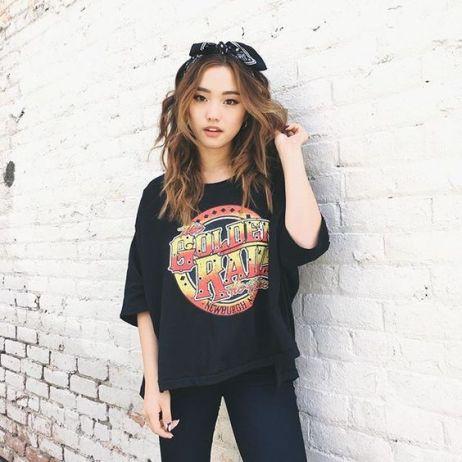 Jenn 從 19 歲起創立自己的時尚平台,陽光的形象廣受全球粉絲喜愛。