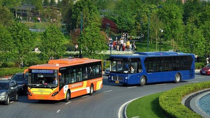 香港迪士尼還有許多巴士有接駁機場甚至中國內地,可上官網查詢正確班次以及時間。