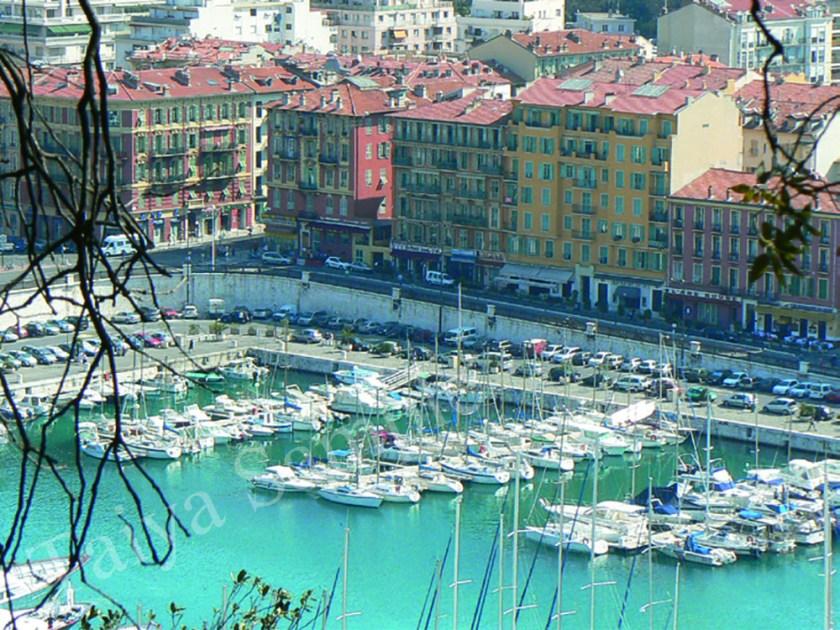 在港口停泊的遊艇.jpg
