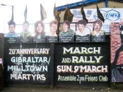 Black flags at Republican mural. (c) Gordon GILLESPIE