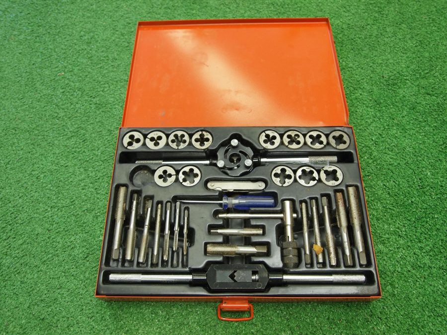 Tap And Die / Thread Cutter Set