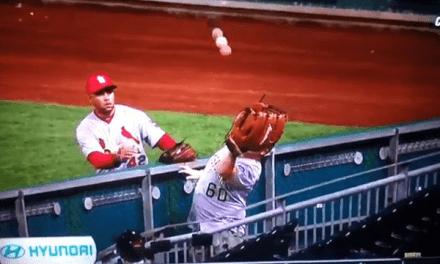 야구 파울볼을 잡는 방법