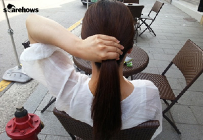 how-to-tie-hair-back-without-head-string 03