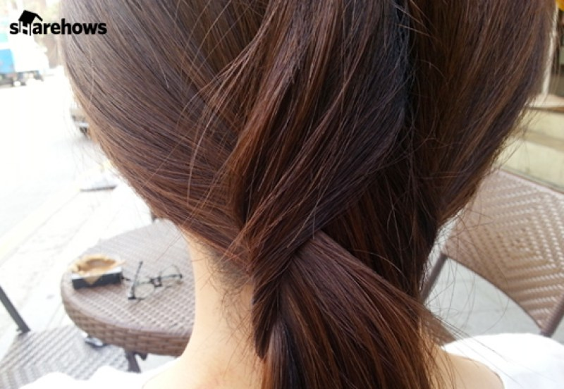 how-to-tie-hair-back-without-head-string 07