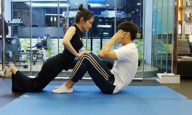 쇄골라인과 복근을 만드는 커플 운동