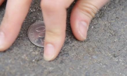 동전 티 안 나게 줍는 방법
