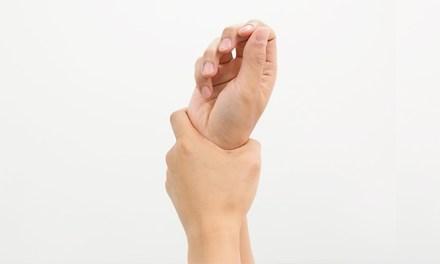 여성에게 더 많이 발생하는 '손목터널증후군' 자가진단 & 예방운동