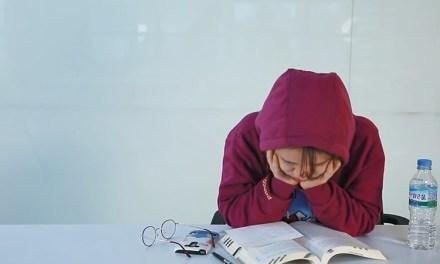 공부할 때 책상 앞에서 세상 편하게 자는 방법