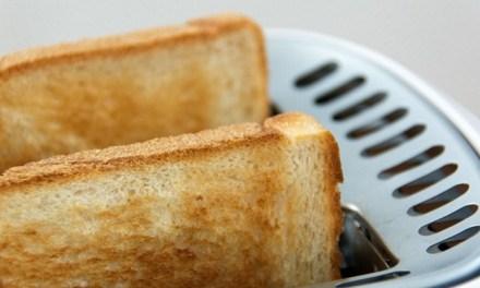 식빵과 감자칩 중 더 짠 음식은?