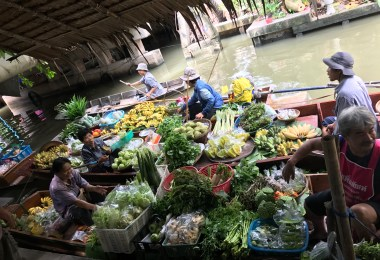 peer to peer tour of bangkok floating market