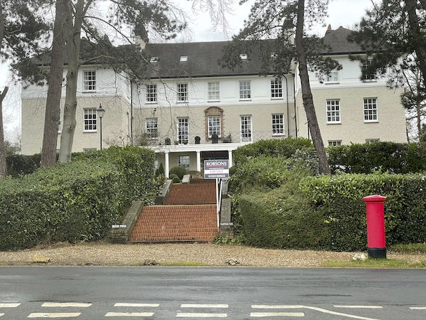 A huge mansion on the Moor Park Loop