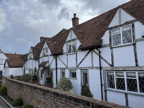 Jacobean cottages on the Little Missenden loop