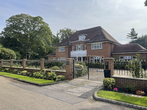 The posh estate on the Pinner to Stanmore country walk