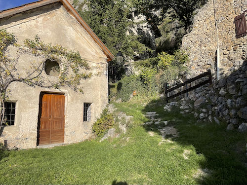 Leave the village on the Roubion easy mountain walk