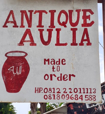 lumbung build antique pots